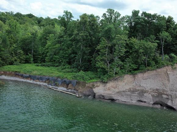 Oblique image from the shoreline along Lake Bluffs
